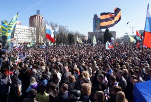 Donetsk: Thousands of people demand a referendum